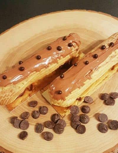 Eclair met chocolade gemaakt door DS Patisserie in Den Haag.