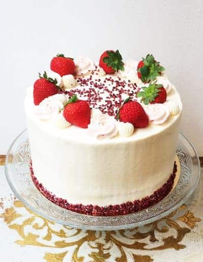 Taart uit de Gâteaux Collection van DS Patisserie in Den Haag gevuld met vanille en aardbei.