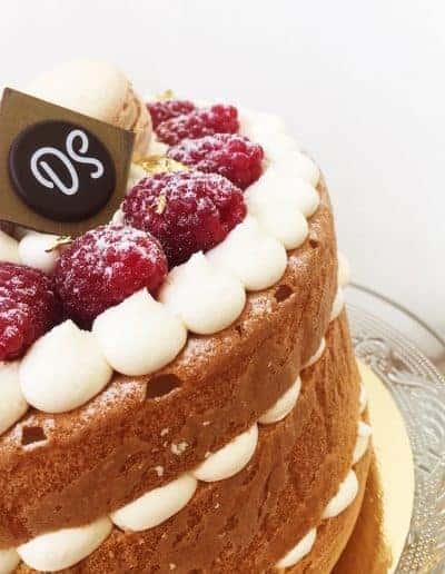 Taart uit de Gâteaux Collection van DS Patisserie in Den Haag gevuld met vanille, framboos en citroen