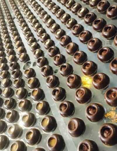 Handgemaakte chocoladetruffels met Callebaut chocolade door DS Patisserie in Den Haag.