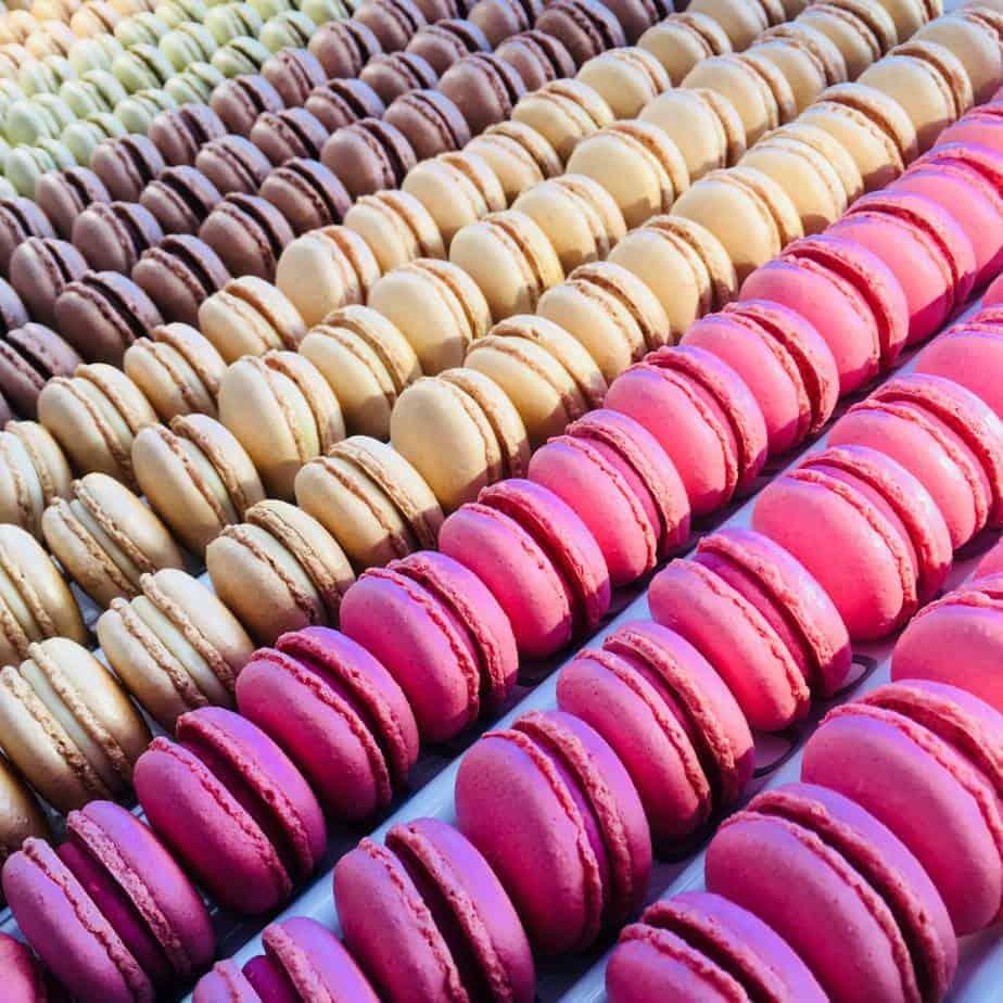 Kleurrijke foto van macarons gemaakt door DS Patisserie in Den Haag