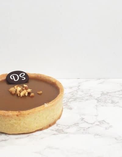 Foto van de tartelette noisette caramel gemaakt door DS Patisserie