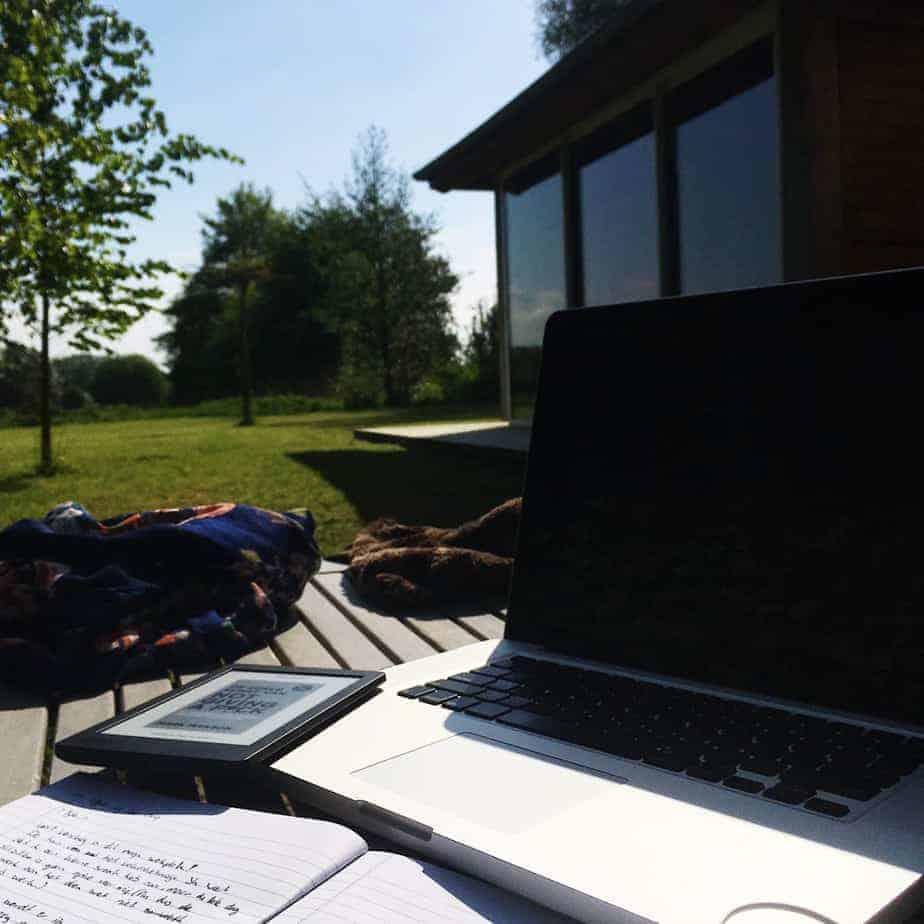 Buiten aan het werk tijdens de vakantie in Marly-Gomont.